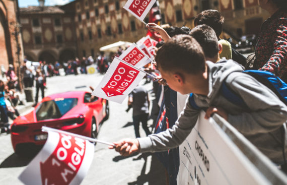 Mille Miglia 2018 - Crowd cheering